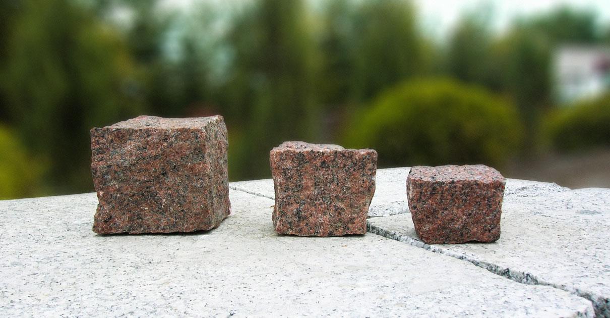 Czerwona kostka granitowa