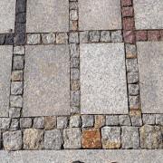 Chodnik z kostki granitowej